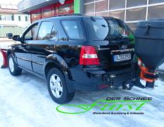 Kia Sorento mit schwenkbarem Buyers SaltDogg TGSUVPROA 123 Liter Streuer