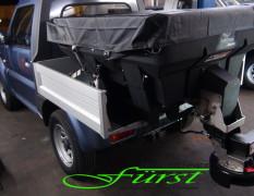 Suzuki Jimny PickUp mit Buyers SaltDogg Aufbaustreuer mit angebrachter Plane