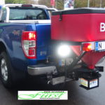 Heckanbaustreuer mit Arbeitsscheinwerfern am Ford Ranger
