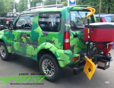 Suzuki Jimny Limousine mit THE BOSS TGS600 Heckanbaustreuer inklusive Schaufel- und Besenhalterungen plus LED-Arbeitscheinwerfer