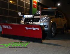 Toyota Landcruiser mit THE BOSS SportDuty 215cm Schneeschild inklusive Nivellierung