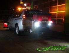 Toyota Landcruiser mit schwenkbarem THE BOSS TGS800 224Liter Heckanbaustreuer und LED-Arbeitsscheinwerfern