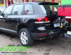 VW Touareg mit schwenkbarem THE BOSS TGS600 Heckanbaustreuer und SportDuty Schneeschild 215cm
