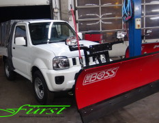 Suzuki Jimny PickUp mit THE BOSS SportDuty 185cm Schneeschild