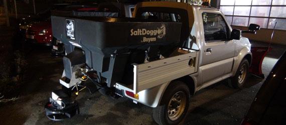 Suzuki Jimny Pick Up mit Buyers SHPE-Aufbaustreuer