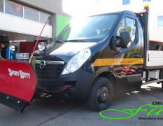 Opel Movano mit Schneeschild und Aufbaustreuer