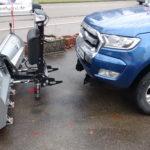 leichter Anbau eines HILLTIP V-Pflug SnowStriker VP 225 an einen Ford Ranger