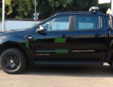 Ford Ranger Black Edition mit Schneepflug und Aufbaustreuer