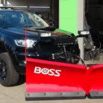 Ford Ranger Black Limited Edition mit leistungsfähigem V-Pflug und Aufbaustreuer mit GPS-Dosierung