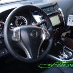 Innenraum Nissan Navara mit THE BOSS Tastenfeld-Steuerung sowie Bedienpult für den LEHNER POLARO L Aufbaustreuer