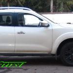 Nissan Navara mit THE BOSS HTX 230 cm V-Pflug und LEHNER Polaro L Aufbaustreuer mit Behältererhöhung